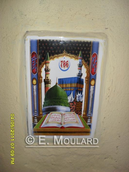 Idols on the walls - Muslim