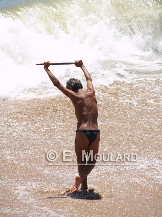 Un yoga-freak sur la plage de Goa