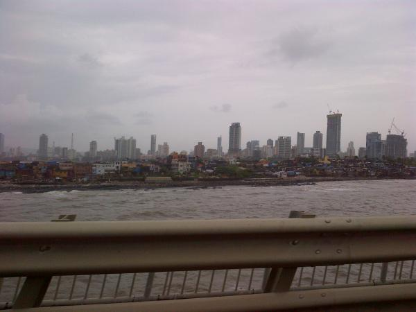 100 - Mumbai, between the past and the future
