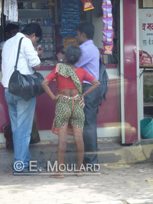 A stylish way to tie a sari? No but comfortable...