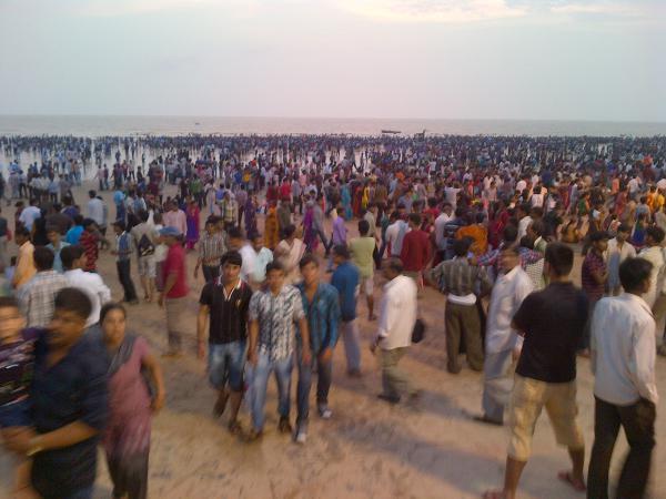 97 - Crowd on Juhu beach for Ganapati festival